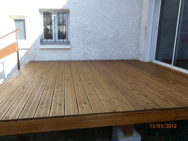 Terrasse en bois planchers bois les b tisseurs d for Terrasse english